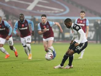 De schlemiel van het weekend: Fulham-speler kan in 98ste minuut punt redden, maar pakt dan uit met lachwekkende penalty