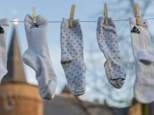 Wereldrecordpoging langste waslijn met sokken uigesteld; Jong-leren in het verkeer bij kinderdagverblijf