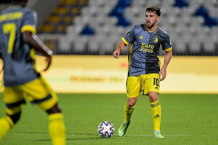 Orkun Kökçü in actie tegen FC Drita.