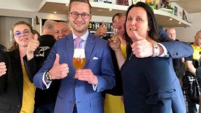 """In Kortrijk drinkt Vlaams Belang een Paljas biertje: """"Sneer naar De Wever"""""""