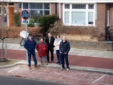 Bewoners Tweede Oude Heselaan pikken parkeerboetes niet en maken verkeersborden zwart