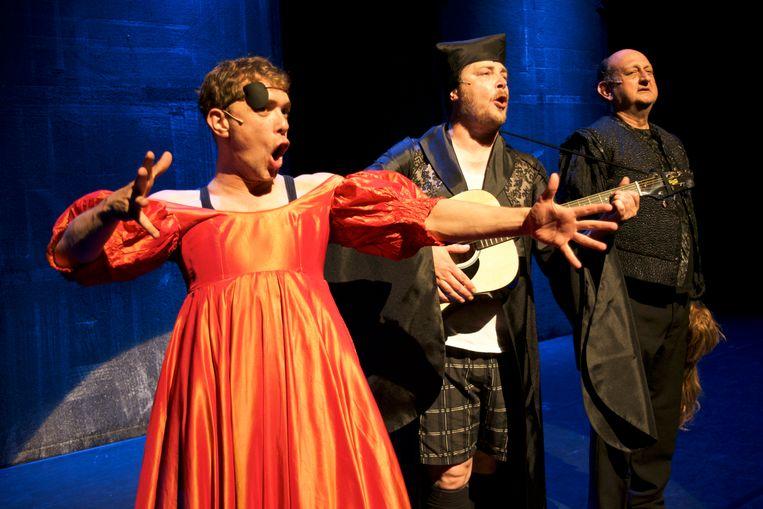 Drie acteurs spelen alle rollen in de 37 stukken van Shakespeare. Beeld RV