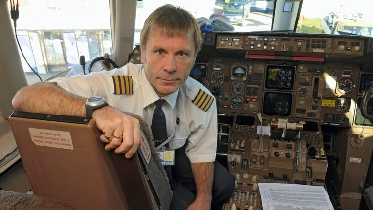 Bruce Dickinson is naast Iron Maiden-zanger ook Boeingpiloot. Beeld UNKNOWN