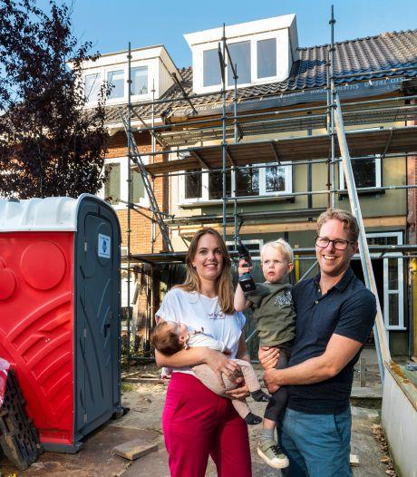 Bewoner steekt vlak voor overdracht het nieuwe huis van Eva en Tobias in brand: 'Toen zagen we onze droom in vlammen opgaan'