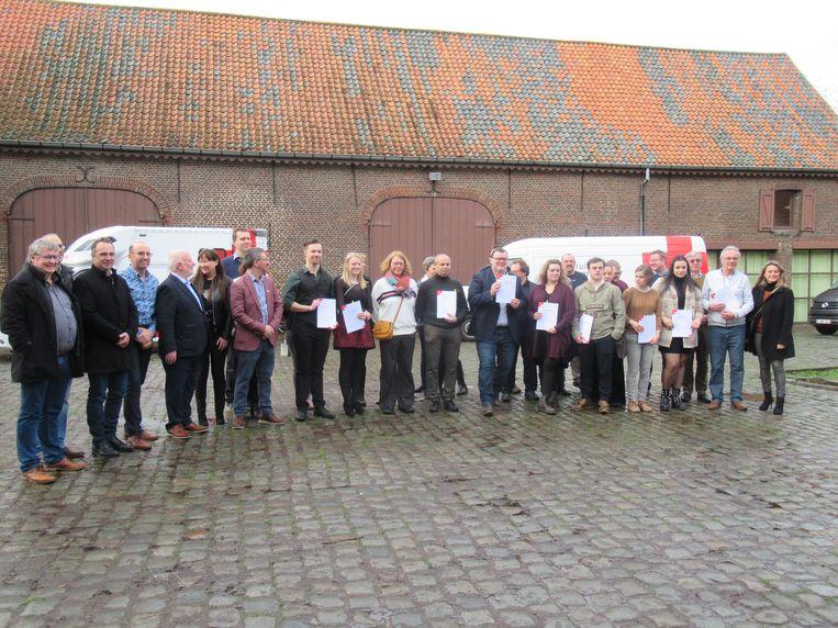 Het Rode Kruis in Kuurne heeft enkele verdienstelijke vrijwilligers een eervolle onderscheiding gegeven.