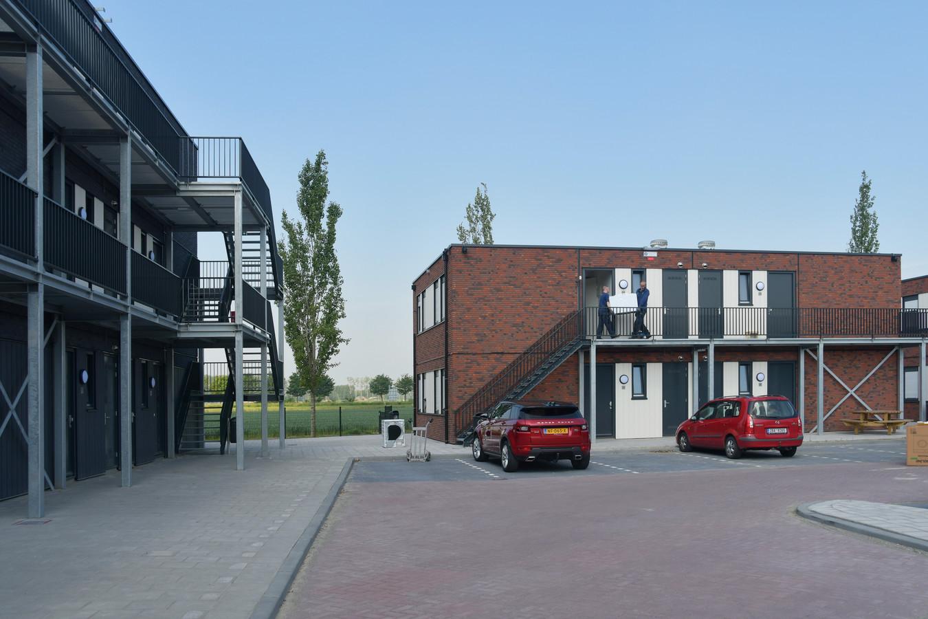 Een wooncomplex voor arbeidsmigranten, zoals hier in Sluiskil. Fatsoenlijke huisvesting, dat is ook wat wethouder Ger de Weert van de gemeente Etten-Leur van belang vindt. In de wijk, bij de boer of misschien straks ook in de buurt van logistieke bedrijven.
