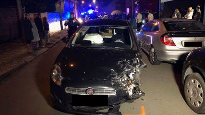Dronken bestuurder ramt drie wagens en beschadigt gevel van woning