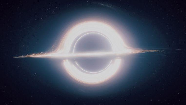 Beeld uit 'Interstellar'. Fysicus Kip Thorne deed nieuw rekenwerk om de animaties van het cruciale zwarte gat correct te krijgen. Beeld rv