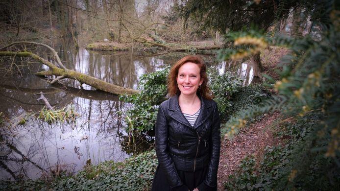 Dorine Clement van KoffieQueen, in de beschermde tuin in de Doorniksewijk