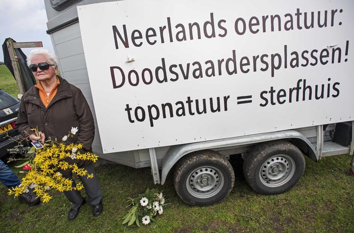 Ooit waren de Oostvaardersplassen de trots van Flevoland, misschien zelfs wel van Nederland, maar thans heet het gebied in de volksmond eerder de Doodsvaardersplassen.