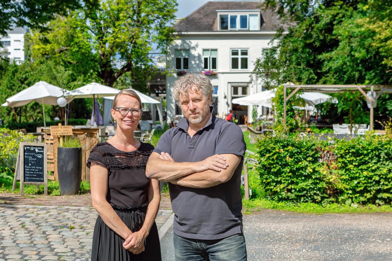 """,,Wij merken dat er veel meer last-minute geboekt wordt"""", zegt Don van Rooy, die samen met Ingrid eigenaar is van B&B Villa Heidetuin in Bergen op Zoom."""