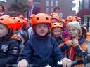Een trotse Mart IJland uit groep drie, met zijn nieuwe fietshelm.