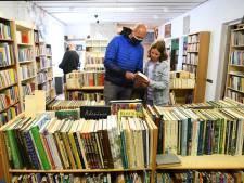 In de rij voor rijkgevulde kringloopboekenwinkel in Breda: meer dan 18 duizend boeken