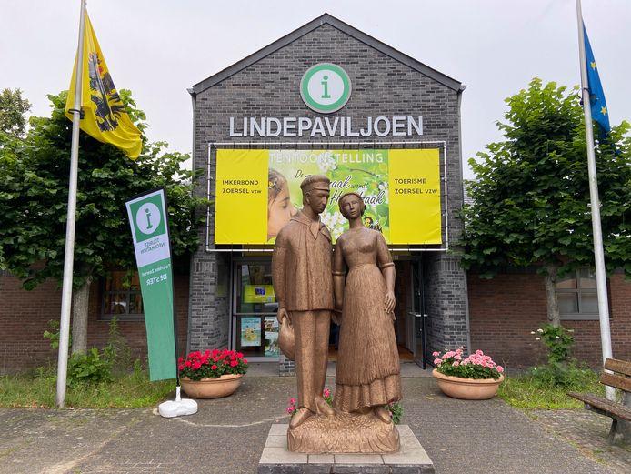 Ook het beeldhouwwerk van Jan en Trien voor het Lindepaviljoen is van de hand van Mariëtte Coppens