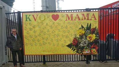Met hartverwarmend spandoek wenst KV Oostende alle mama's een fijne Moederdag