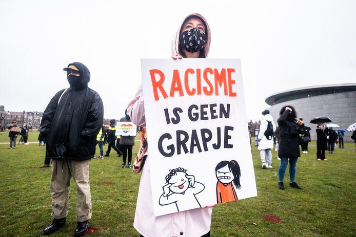 Betoging tegen anti-Aziatisch racisme op het Museumplein in Amsterdam.