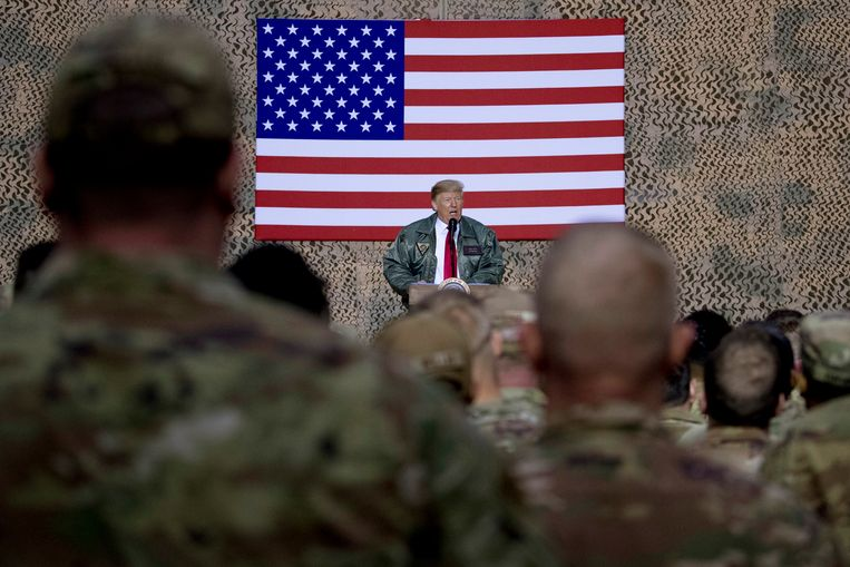 President Trump tijdens zijn bezoek aan de Amerikaanse militairen in Irak. Beeld AP