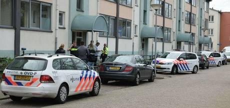 'Bewoner (21) flat Almelo met snoer vastgebonden en gekneveld'