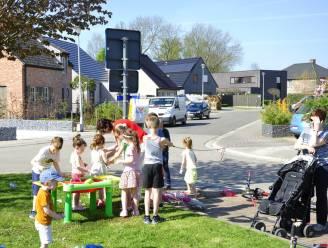 Gemeente trakteert kindjes die woensdag buiten spelen op een cadeautje