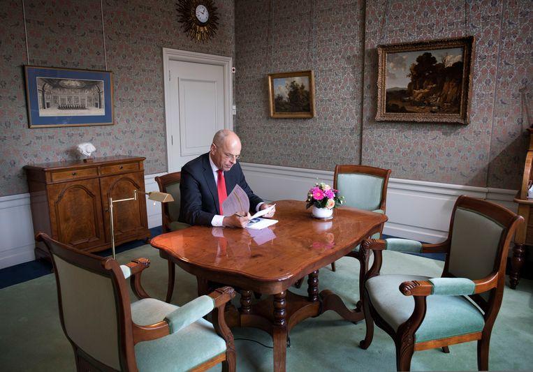 Jan Anthonie Bruijn, in zijn werkkamer: 'De mondkapjes met 'Prinsjesdag 2020' erop worden een collector's item. Dat weet ik zeker.' Beeld Werry Crone