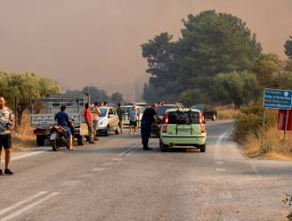 Branden houden aan: toeristen geëvacueerd uit Italiaanse Pescara, delen Rodos zonder stroom