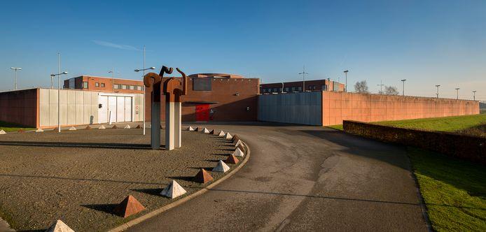 De Zutphense gevangenis kampt met een corona-uitbraak onder gedetineerden en personeel.