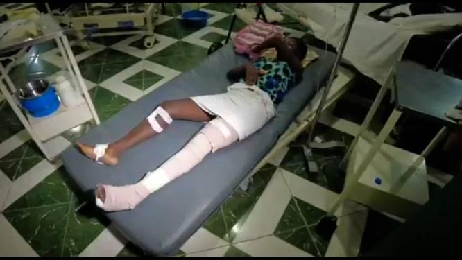 """""""Wat een drama"""": patiënten liggen op matrassen op de grond na aardbeving in Haïti"""