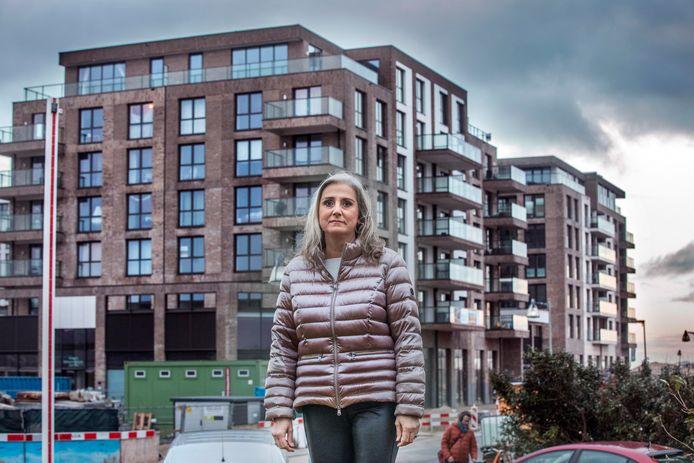 Anita van der Laar gaat er veel last van ondervinden als het oude Kijkduin vervangen is door Nieuw Kijkduin met luxe appartementen aan de kustlijn.