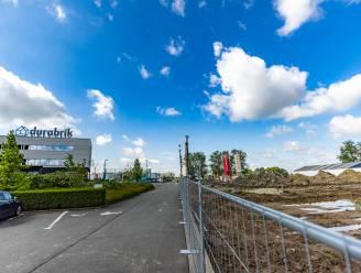 """Gigantisch kantorencomplex verrijst in Drongen: """"Daktuin, padelterrein en een bar zodat iedereen zich thuis voelt"""""""