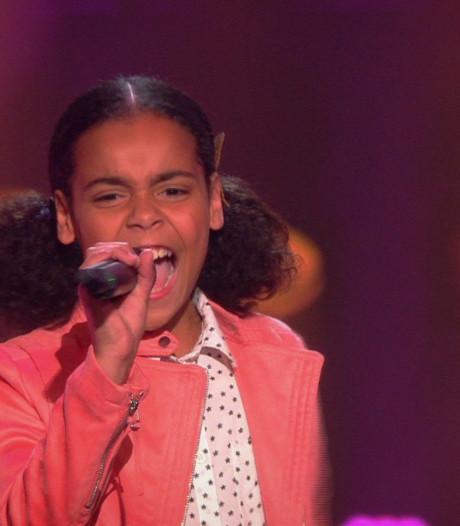 Kleine Jessica laat enorme strot horen in The Voice Kids