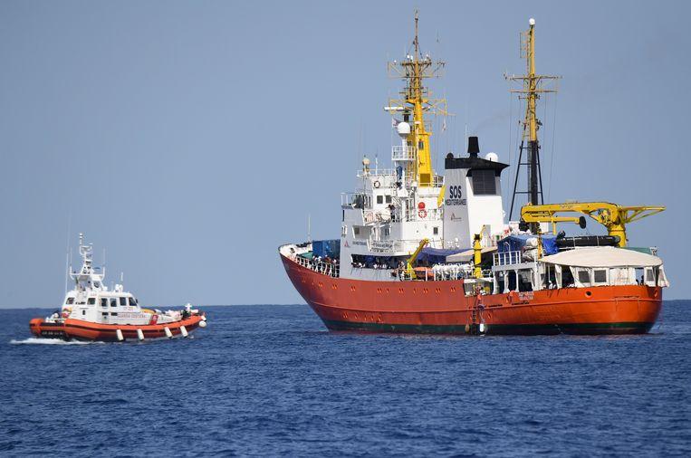 Het schip dat 629 mensen redde op zee werd door Italië eerder geweigerd. Beeld AP