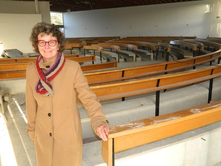 Schepen Ann Van den Driessche, precies een jaar geleden in de kerk die verbouwd wordt tot kinderopvang. Die moest al lang open zijn, maar dat is niet het geval.
