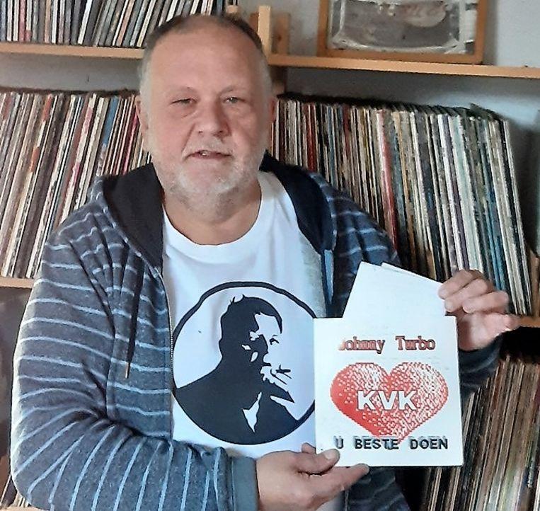 De teksten zaten in het hoesje van de single 'KVK U Beste Doen'. Ze lagen 30 jaar op de zolder van Adelbert, de nachtburgemeester van Kortrijk.