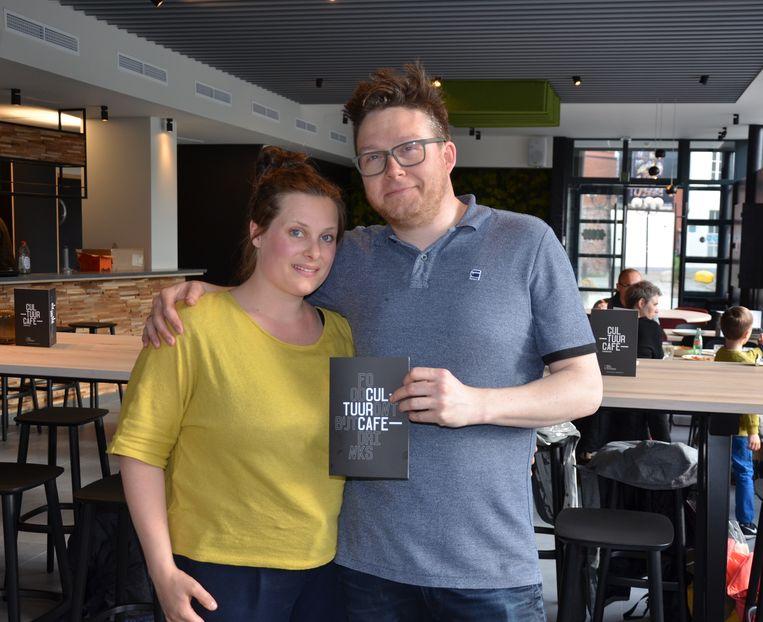 Cara en Christophe zijn de nieuwe uitbaters van het Cultuurcafé.