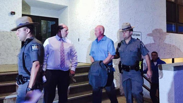 Gene Palmer (2de van rechts) na zijn arrestatie Beeld EPA