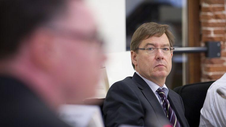 Mitros-directeur Rob Rotscheid tijdens een extra raadsvergadering in verband met het gevonden asbest in de wijk Kanaleneiland. Beeld anp
