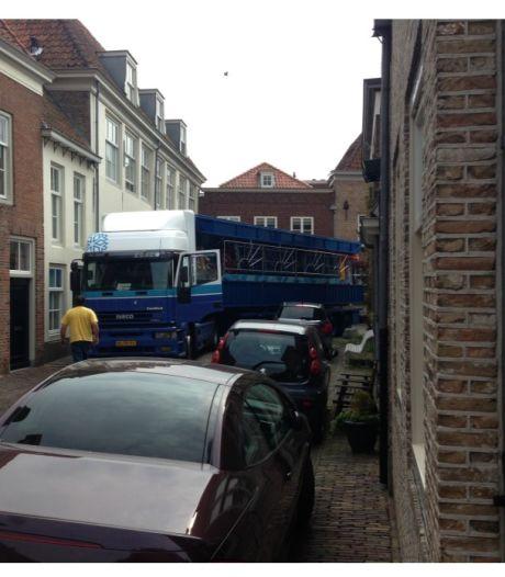 Drietrompetterstraat Heusden is het zat: actie tegen overlast door laden en lossen