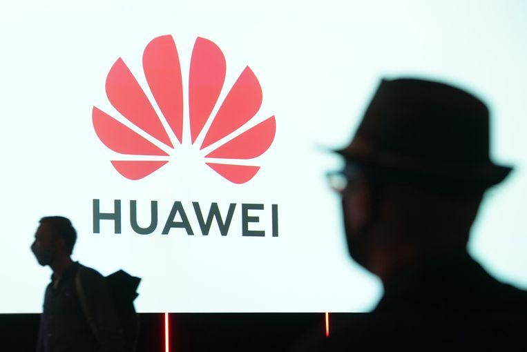 Mensen arriveren bij een lezing over Huawei bij de elektronicabeurs IFA in 2020 in Berlijn. Beeld Getty