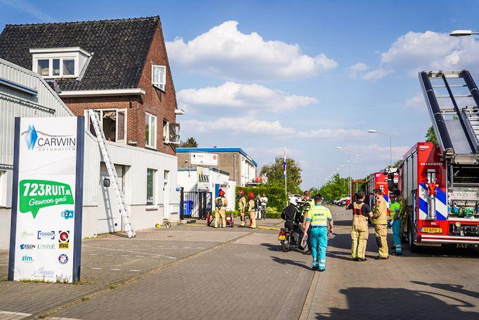 De brand boven het bedrijfspand aan de Kanaaldijk-Noord in Eindhoven was snel onder controle.