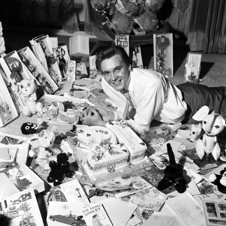 Billy Fury op zijn 21ste verjaardag in 1962. Beeld