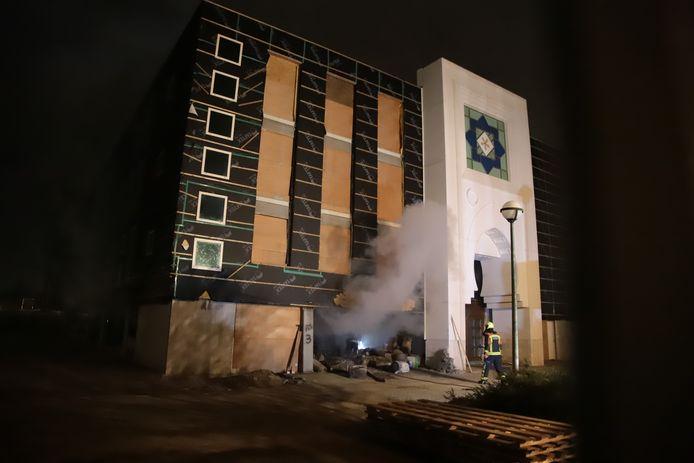 Zaterdagmorgen 3 april rond 2.55 uur ontstond er brand in de moskee aan de Antwerpseweg in Gouda.