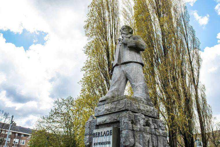 Standbeeld van H.P. Berlage, Victorieplein, Amsterdam-Zuid.  Beeld Nosh Neneh