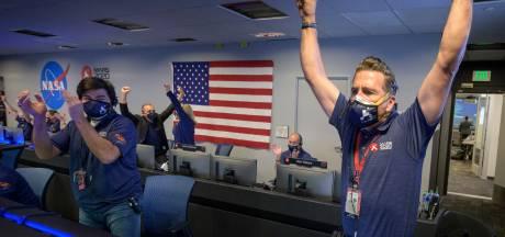 Verkenningsrobot Perseverance landt succesvol op Mars en stuurt eerste foto