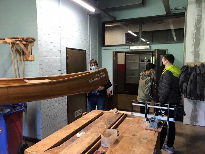 De leerlingen Houtbewerking van Talentenschool Turnhout bouwden zelf een kano