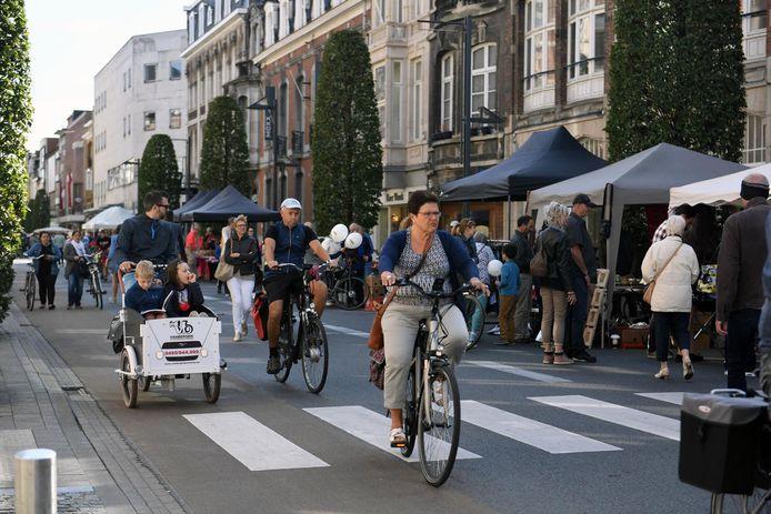 Op de Bondgenotenlaan krijgen voetgangers en fietsers zes zaterdagen per jaar vrij spel.