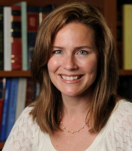 Trump wil streng katholieke Amy Coney Barrett als nieuwe opperrechter