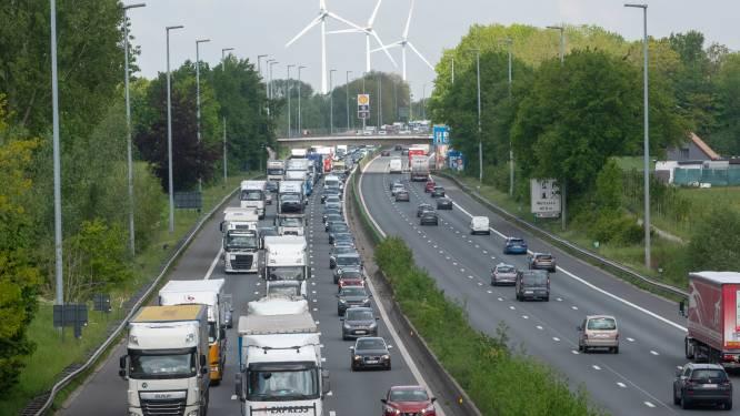 """Minister Lydia Peeters voert onderzoek naar vlottere en veiligere E40 tussen Wetteren en Gent. """"Met inspraak voor brede publiek"""""""