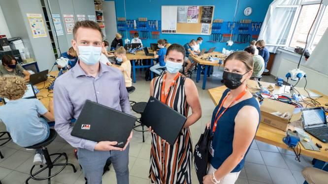 """Bornems bedrijf schenkt laptops aan secundaire school: """"Gaan in de toekomst nog vaker samenwerken"""""""