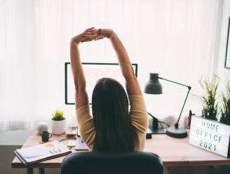 """8 tools die kunnen helpen bij nek- en rugpijn door thuiswerken. Kinesist: """"Je houding variëren is het allerbelangrijkste"""""""