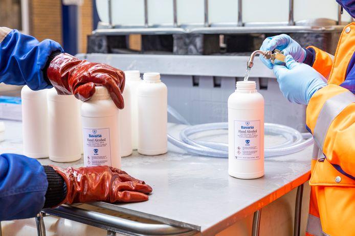 De productie van handalcohol in de Bavaria-brouwerij in Lieshout.